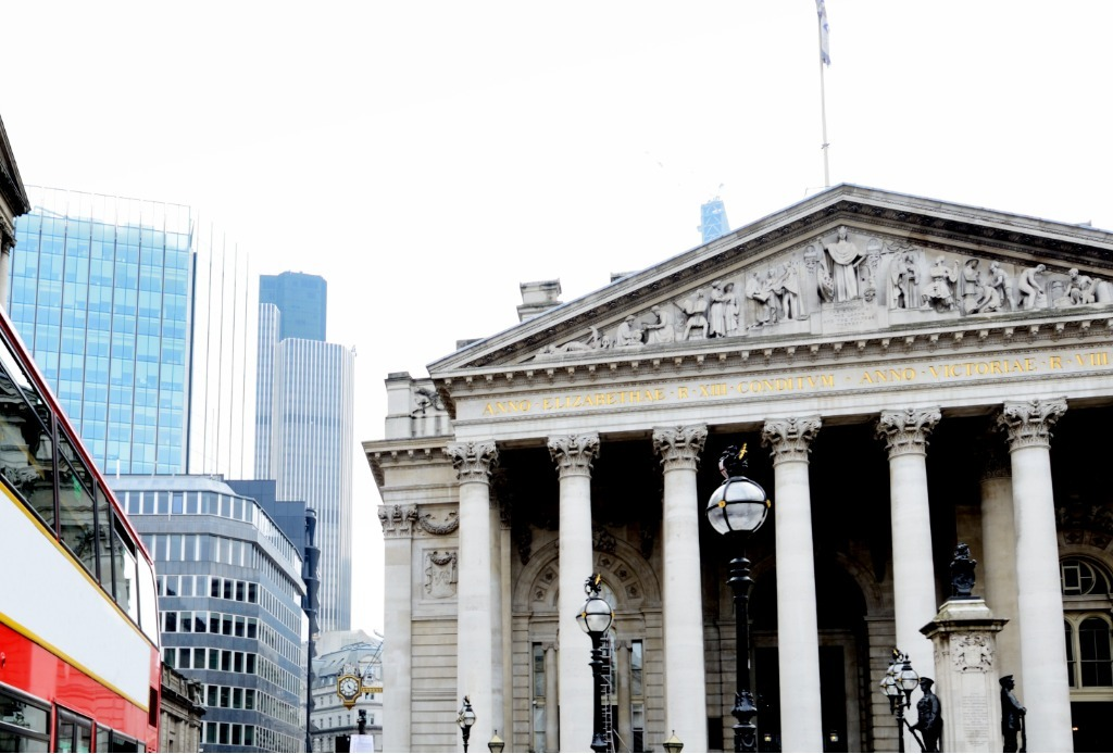 london-royal-exchange-building-financial-district-picture-id1262990907